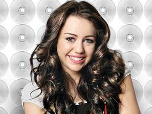 Miley Cyrus Sweet Glowing Face Look Pic