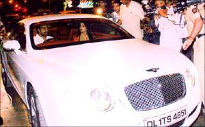 Abhishek Bachchan and Aish In Car