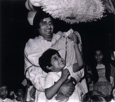 Abhishek Bachchan Childhood Photo With Amitabh