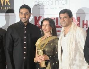 Abhishek Poses With Deepika Mom and Dad