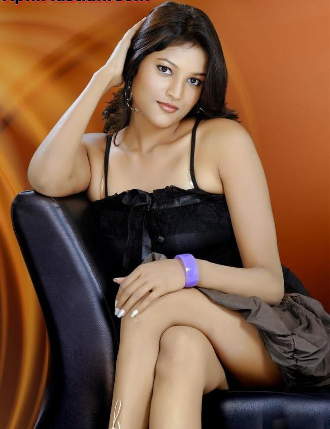 Roopali Sexy Legs Show Wallpaper