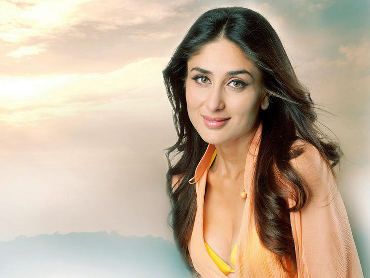 Charming Actress Kareena Kapoor Wallpaper