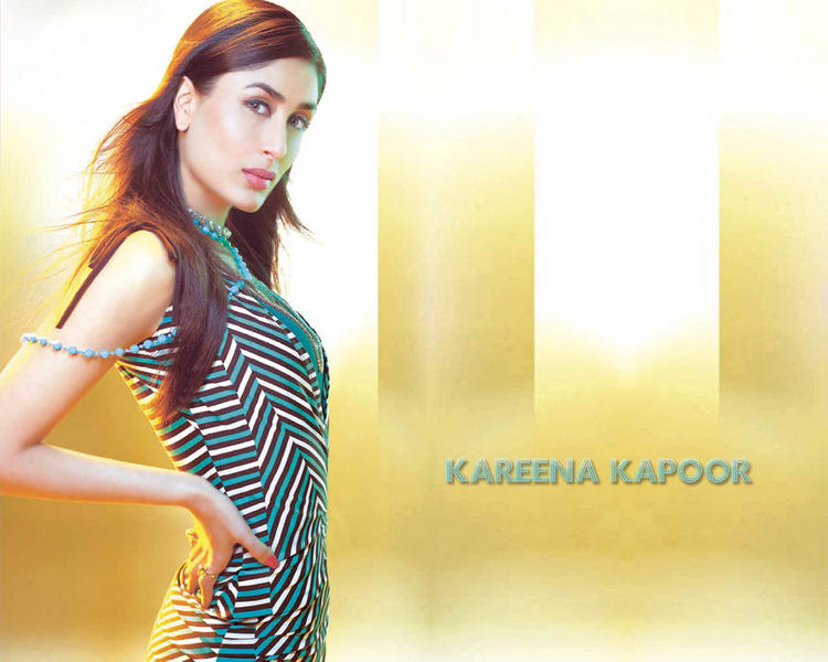Kareena Kapoor Sexy Dress Spicy Look Wallpaper