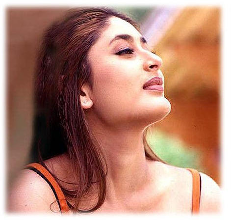 Kareena Kapoor Wet Face Look Stunning Wallpaper