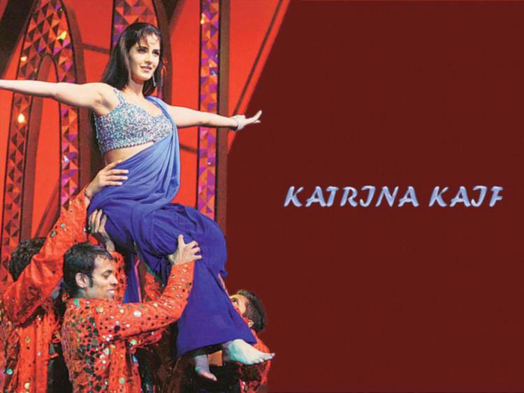 Katrina Kaif Dancing Pose Wallpaper In Saree