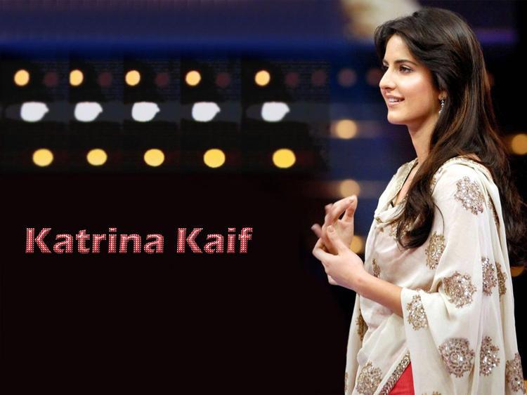 Charming Actress Katrina Kaif Wallpaper