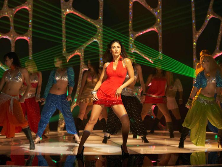 Kareena Kapoor Hot Dancing Pic In Red Dress