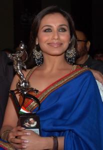 Rani Mukherjee Taking Award Smiling Pic