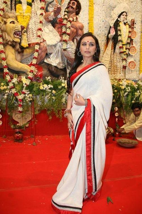 Rani Mukherjee White Saree With Red Bordered In Red Carpet