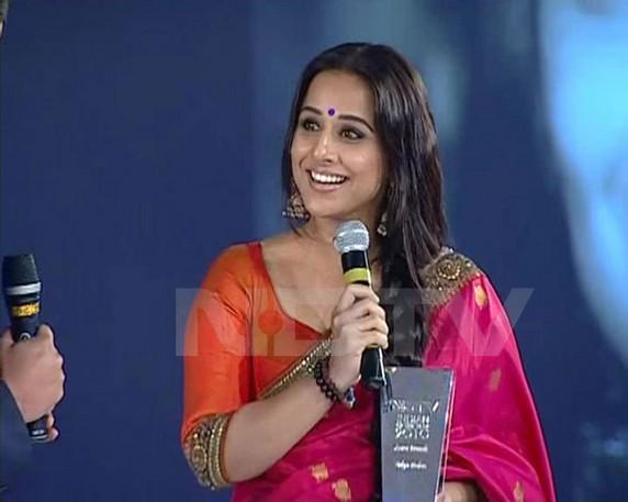 Vidya Balan In Saree Smiling Pic