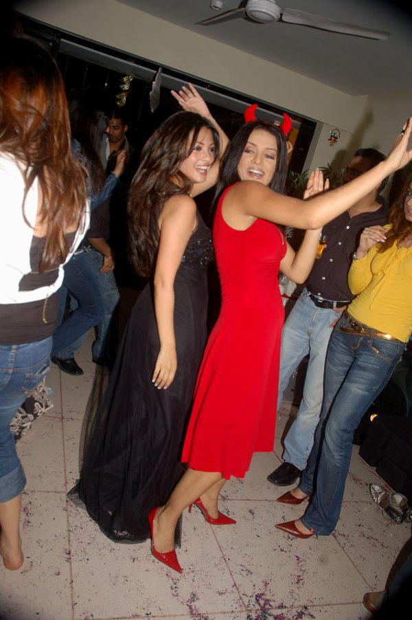 Celina Jaitley and Riya Dancing Pic
