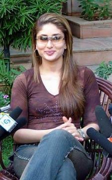 Attractive Fairy Look Kareena Kapoor Press Meet Still
