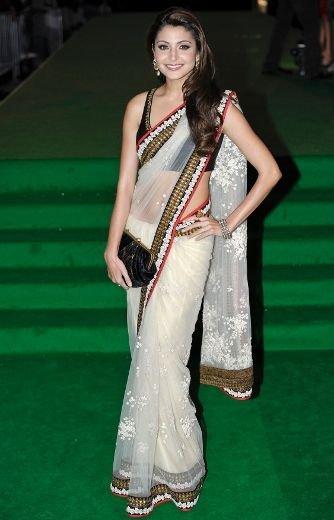 Anushka Sharma Looking Beautiful In Saree at IIFA Awards