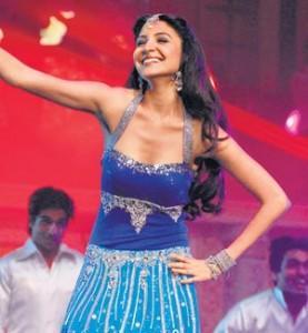 Anushka Sharma Sexy Dance Still At IIFA