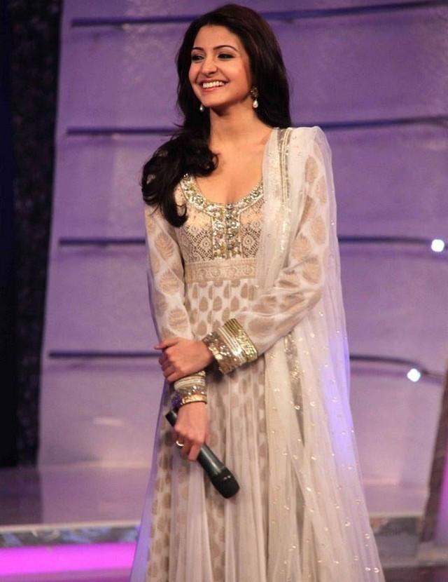 Anushka Sharma Smiling face Still In Simple Dress
