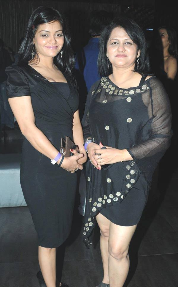 Priti And Pinky Glamour Look At Party