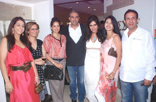 Krishika,Vidya Malvade,Randeep,Nisha,Deepti And Parves Nice Photo