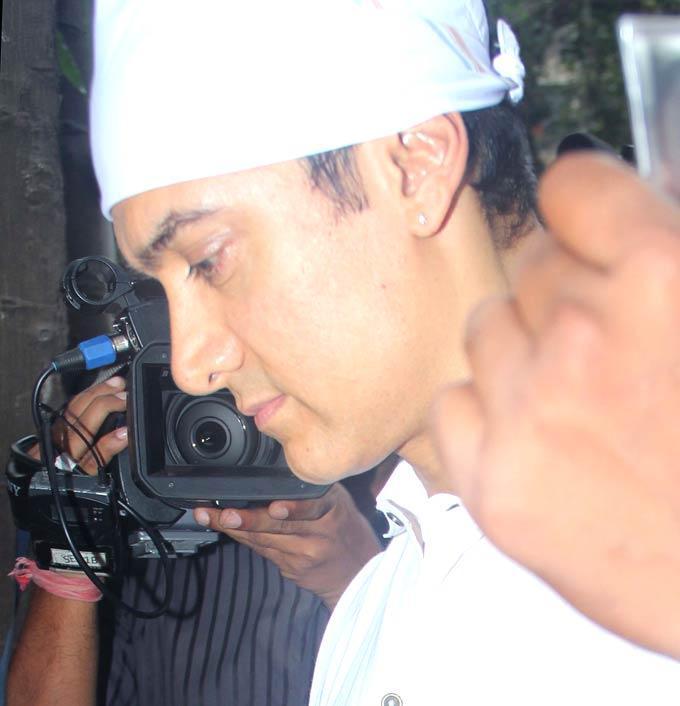 Aamir Khan Attend The Prayer Meet of Raju Hiranis Father