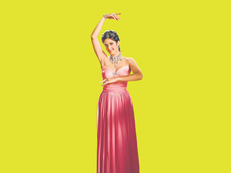 Sexy Diva Katrina Kaif Dancing pic