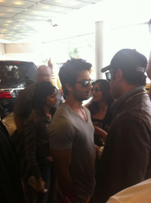 Shahid Kapoor With Fans at Singapore