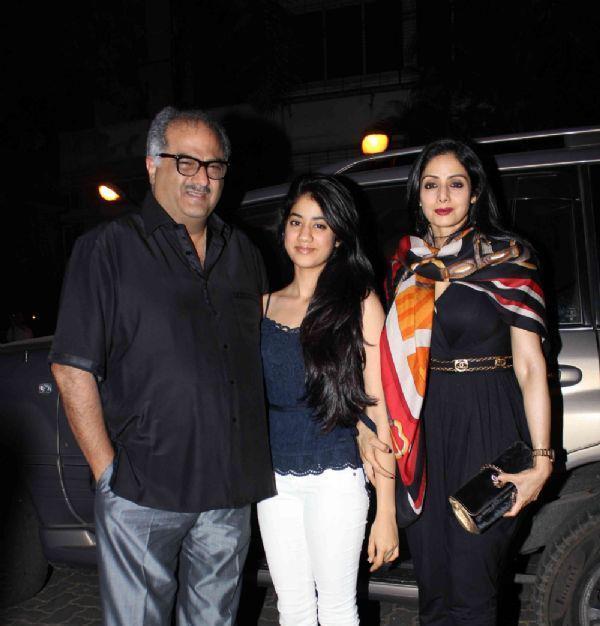 Boney,Sridevi And Jhanvi Posed For Camera At Jacky Bhagnani Birthday Bash