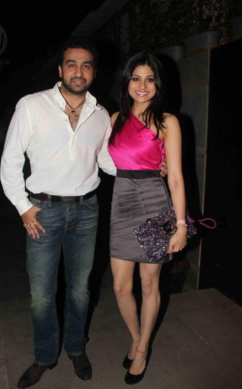 Shamita With Raj Kundra Smiling Still At Jackky Bhagnani Birthday Bash