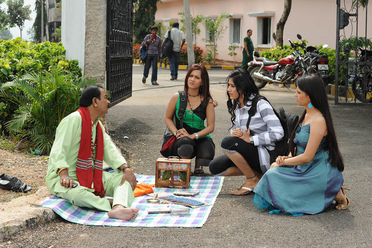 Jiya,Tamakshi And Seema Sitting Photo Still From Movie Love Idiots