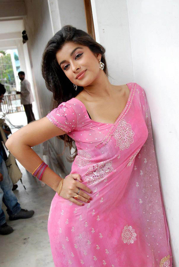 Madhurima Show Her Perfect Sexy Figure Photo Still In Pink Saree