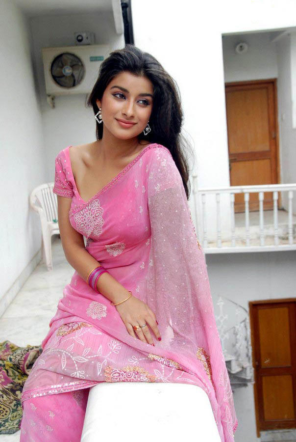 Madhurima Spicy Pose Photo Shoot In Pink Saree