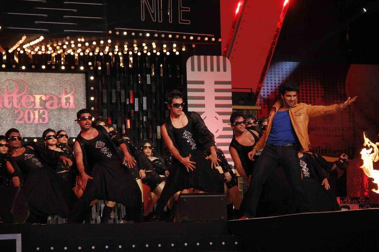 Arjun Dashing Dance Performance At Glitterati 2013 Aamby Valley City On New Year