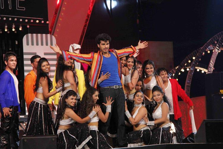 Arjun Superb Dance Perform At Glitterati 2013 Aamby Valley City On New Year