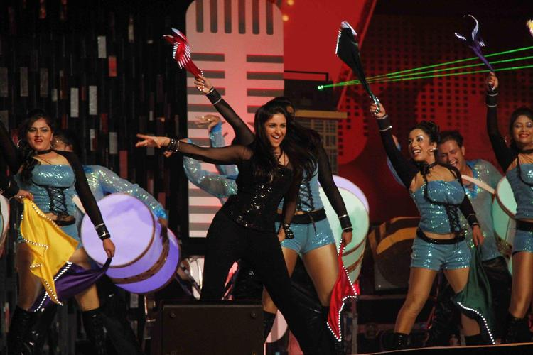 Parineeti Chopra Rocking Dance Performance At Glitterati 2013 Aamby Valley City On New Year