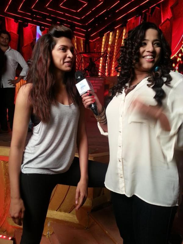 Deepika Padukone Smiling Still At Zee Cine Awards Rehearsals