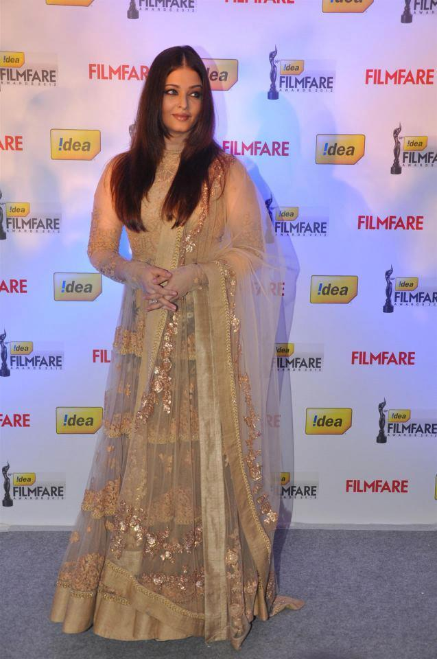 Aishwarya Posed For Camera At The Press Conference Of 58th Idea Filmfare Awards