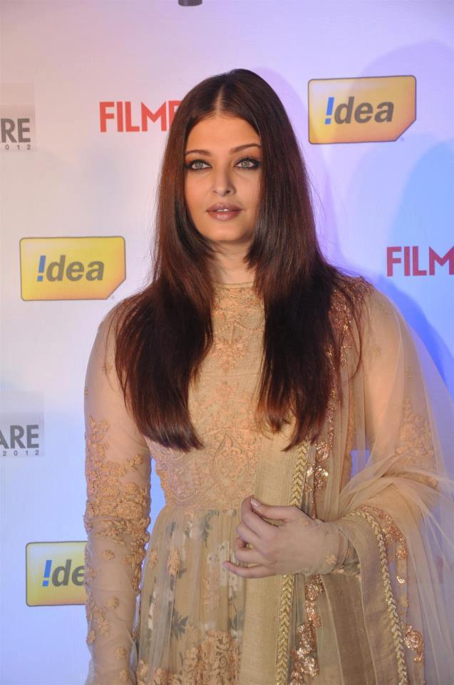 Aishwarya Strikes A Pose At 58th Idea Filmfare Awards Press Conference