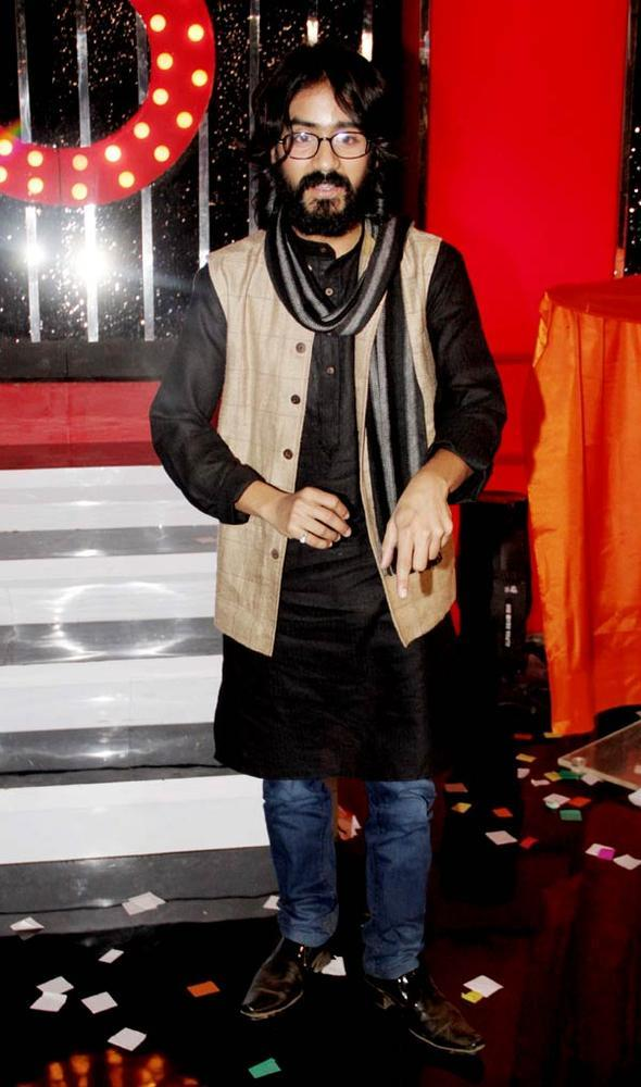Aseem The Cartoonist Contestant Posed For Camera At Bigg Boss 6 Grand Finale