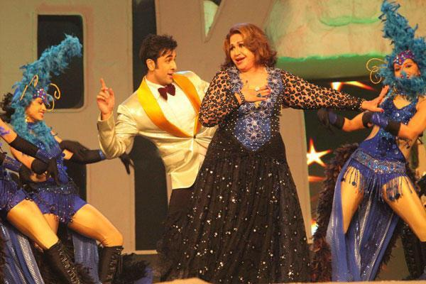 Ranbir And Helen Perform In A Old Romantic Song At 19th Colors Screen Awards