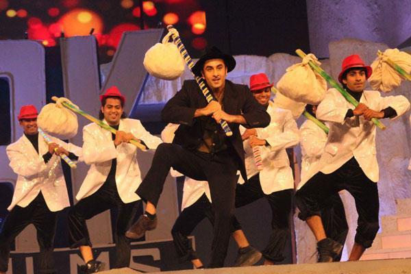 Ranbir Performed In A Raj Kapoor Film Song At 19th Colors Screen Award Ceremony