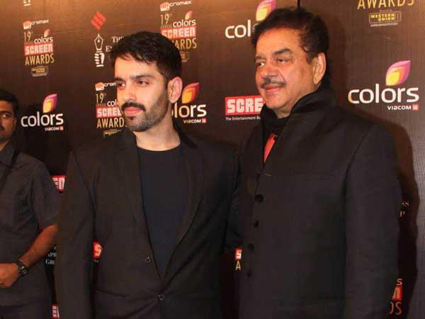Shatrughan And Luv Smiling Photo Clicked At 19th Colors Screen Award Ceremony 2013