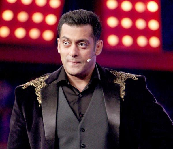 Salman Looked Marvolous In A Suit At Bigg Boss 6 Grand Finale