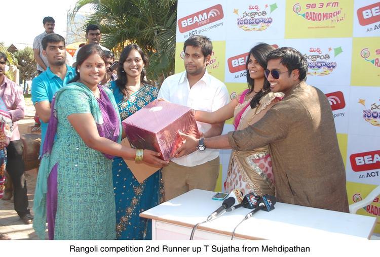 A Girl Take Gift Nice Still At Radio Mirchi Sankranthi Sambaralu 2013