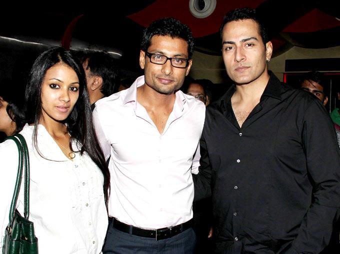 Barkha With Hubby Indraneil And Sudhanshu Pose For Camera At Mumbai Mirror Screening
