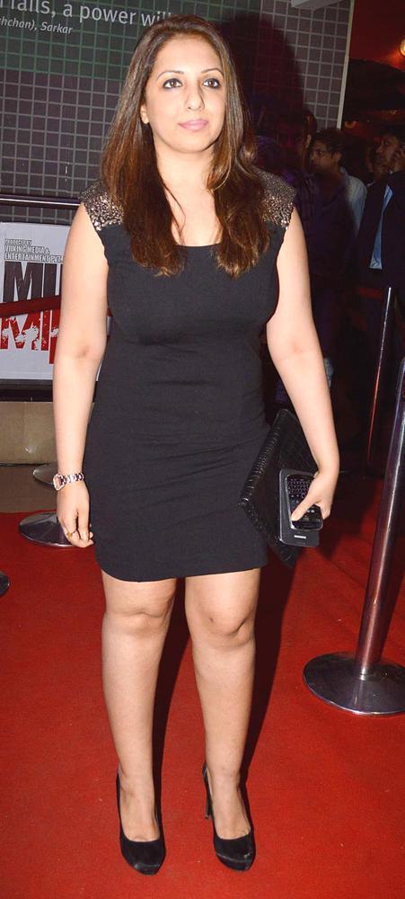 Munisha Sexy Look Appearance In A Mini Dress At Mumbai Mirror Screening