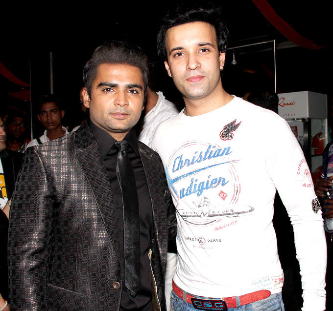 Sachiin With Telly Actor Aamir Ali Posed For Camera At Mumbai Mirror Screening
