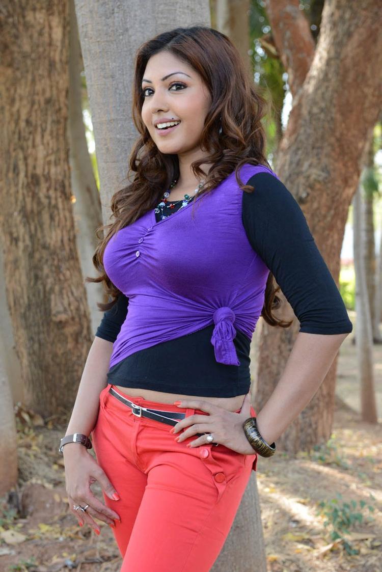 Komal Jha Cute Smiling Photo Still From Movie Eduruleni Alexander