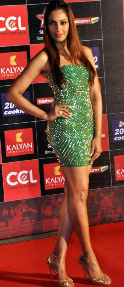 Bipasha Sizzling On The Red Carpet At Celebrity Cricket League Curtain Raiser 2013