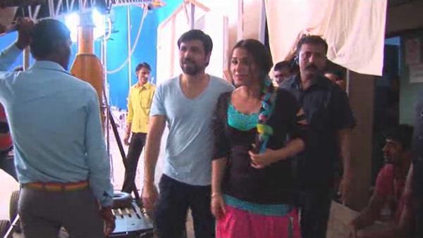 Emraan And Vidya Snapped On the Sets Of Ghanchakkar