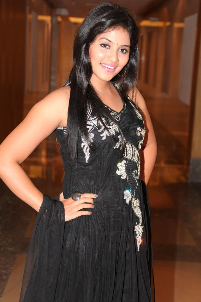 Anjali Looked Ravishing In A Black Ensemble At Balupu Movie Logo Launch