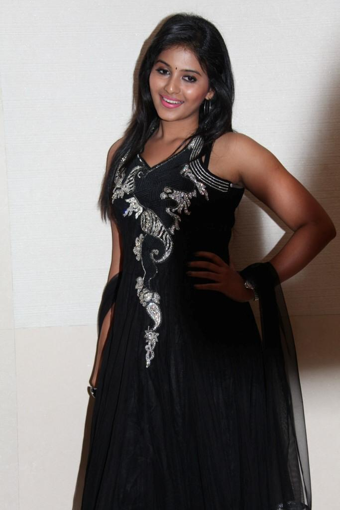 Anjali Nice Look With Cute Smiling Still At Balupu Movie Logo Launch