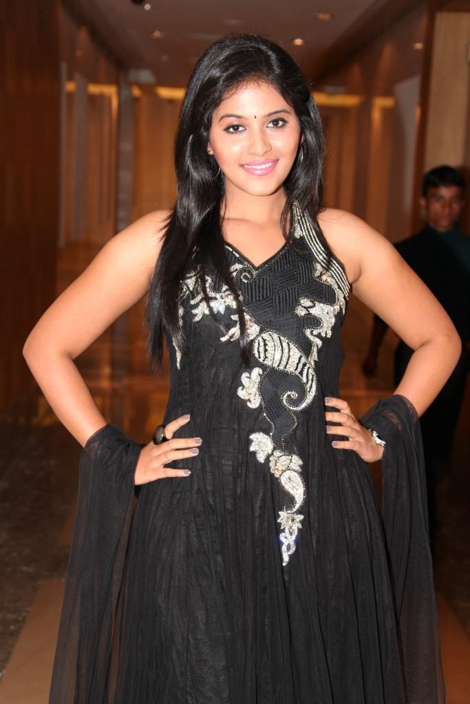Anjali Sizzling Posed For Photo At Balupu Movie Logo Launch